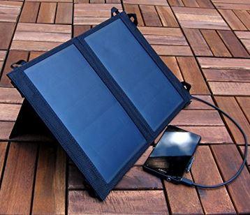 Praktisches Solar Ladegerät für unterwegs